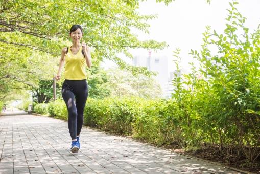 走る女性,画像